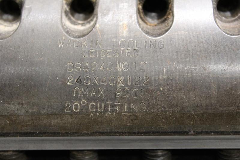 T105104-05.JPG