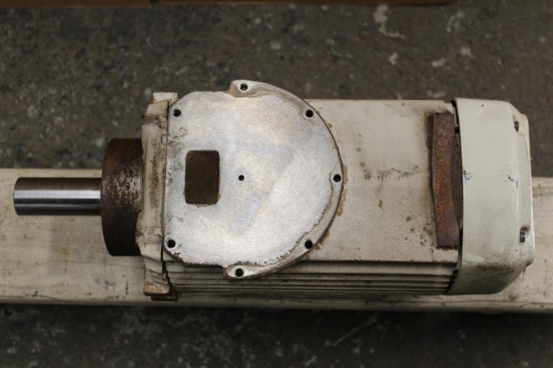 P10033-08.JPG