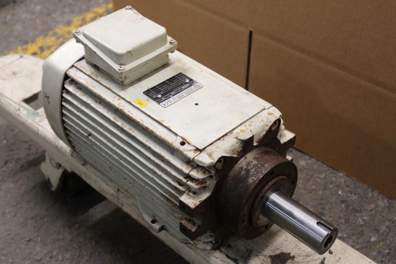 P10034-05.JPG