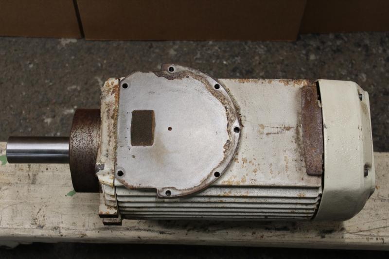 P10034-08.JPG